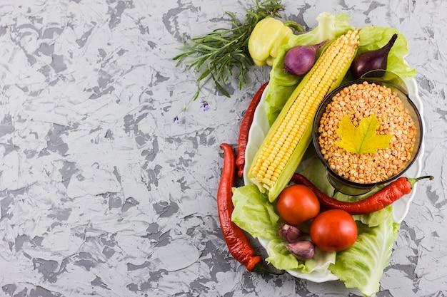 Vue de dessus des ingrédients de légumes avec espace de copie Photo gratuit