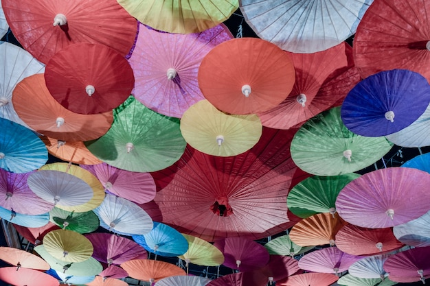 Vue De Dessus Intérieur Parapluies Colorés, Fond De Parapluies Colorés Photo Premium