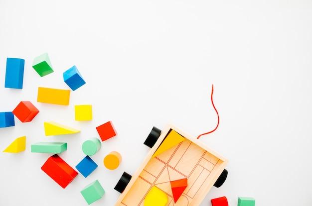 Vue de dessus jouets en bois pour enfants avec espace de copie Photo gratuit