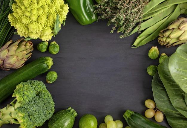 Vue de dessus de légumes biologiques frais Photo Premium