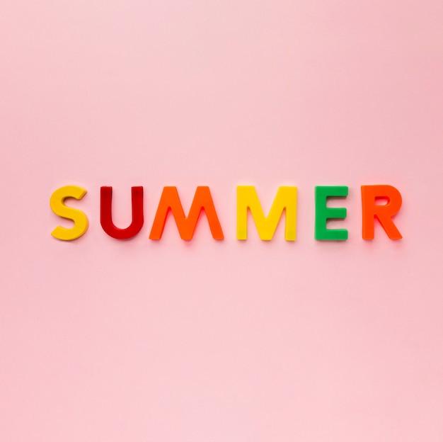 Vue De Dessus Lettrage D'été Coloré Photo gratuit