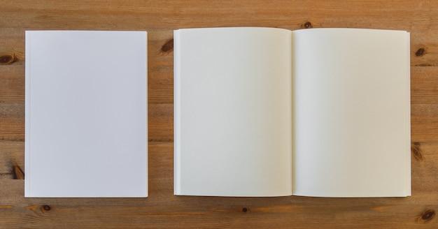 Vue De Dessus Livre Blanc Ouvert A Cote De Morceaux De