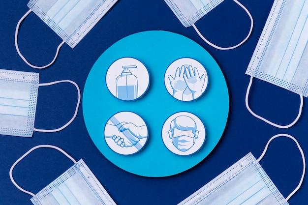 Vue De Dessus Des Logos De Mesures De Sécurité Avec Des Masques Médicaux Photo gratuit