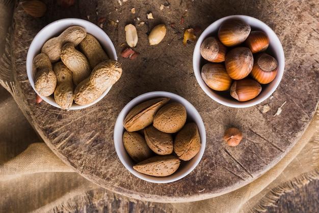 Vue de dessus mélange de savoureuses noix Photo gratuit