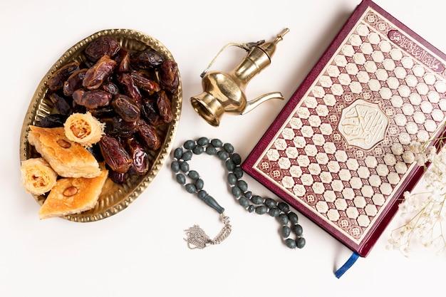 Vue de dessus nouvel an éléments traditionnels islamiques Photo gratuit
