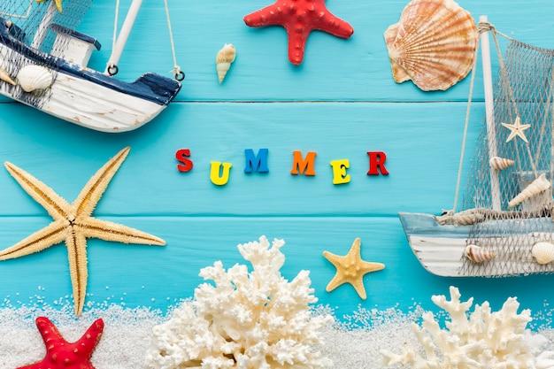 Vue De Dessus Des Objets D'été Sur La Table Photo gratuit
