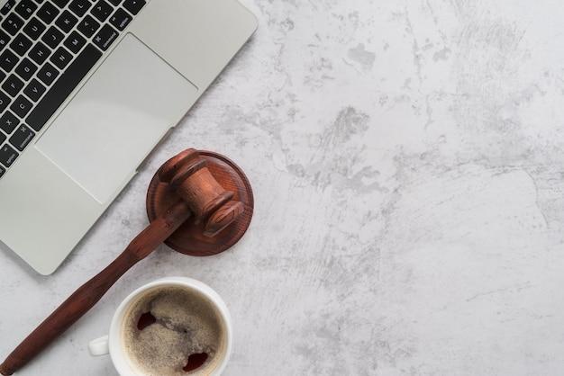 Vue de dessus des outils d'avocat Photo gratuit