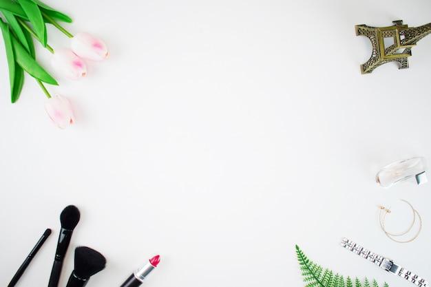 Vue de dessus des outils de maquillage Photo Premium