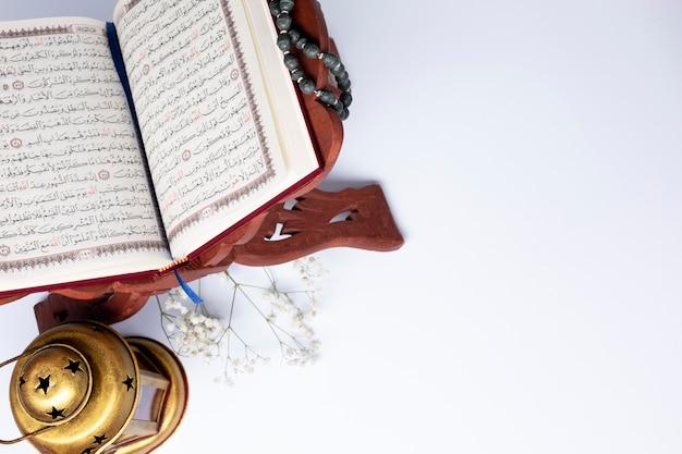Vue De Dessus Ouverte Coran Avec Espace De Copie Photo Premium