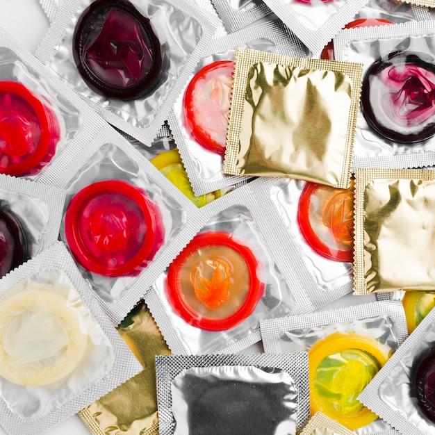 Vue De Dessus Des Packs De Préservatifs Photo gratuit
