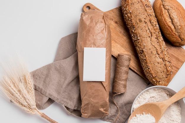 Vue De Dessus Pains Avec Graines Et Corde Photo gratuit