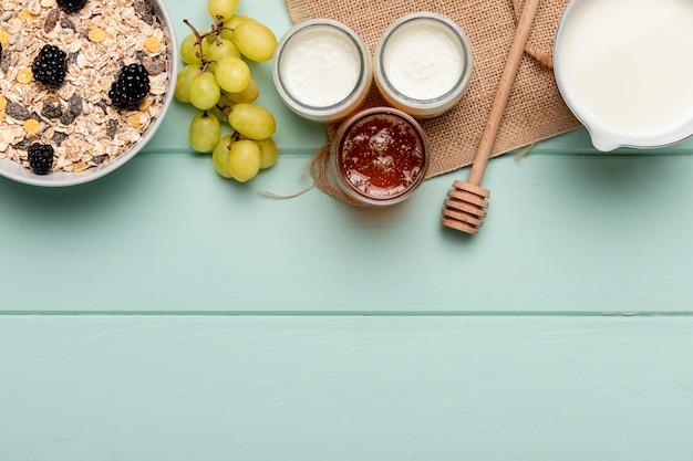 Vue De Dessus Petit-déjeuner Sain Sur Table Photo gratuit