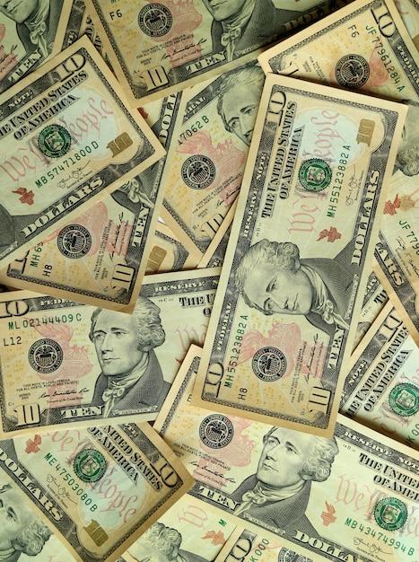 Vue de dessus de la pile de billets de dix dollars américains (10 dollars), photo verticale Photo Premium