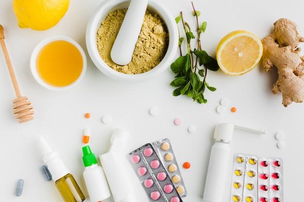 Vue De Dessus Des Pilules De Traitement Naturel Et De Pharmacie Photo gratuit