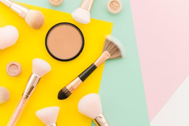 Vue de dessus pinceaux de maquillage Photo gratuit