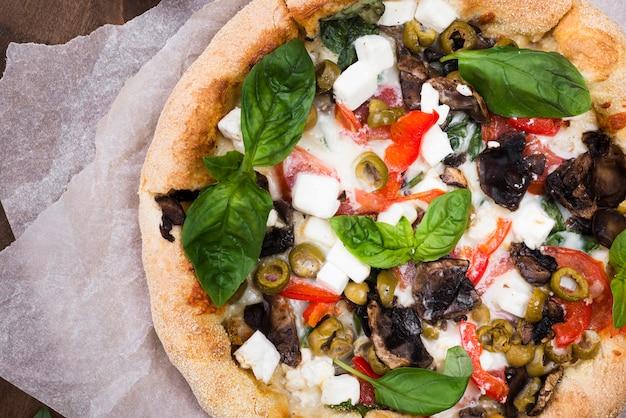 Vue De Dessus De La Pizza Moelleuse Aux Légumes Photo gratuit