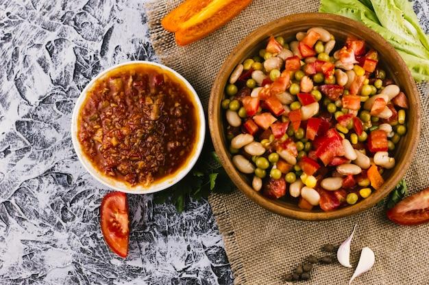 Vue De Dessus Plat Mexicain Et Sauce épicée Photo gratuit