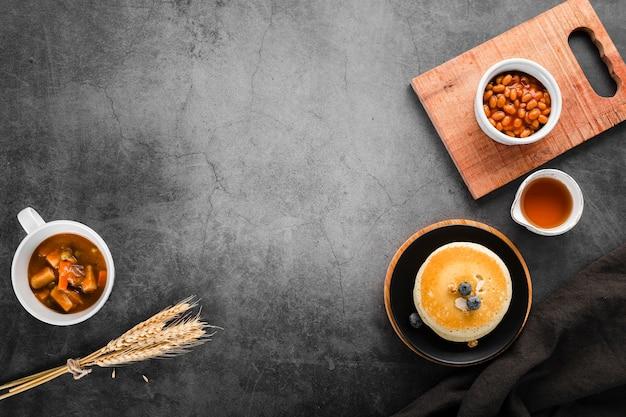 Vue de dessus plusieurs choix de petit-déjeuner sur la table Photo gratuit