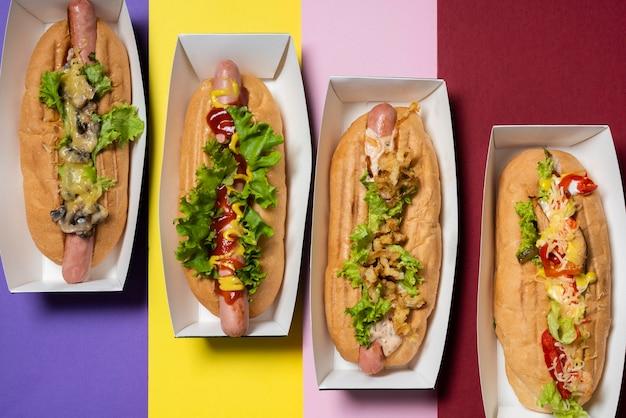 Vue De Dessus De Quatre Hot-dogs De Remplissage Différents Photo gratuit