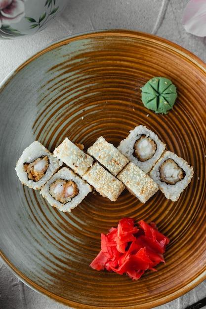 Vue de dessus de riz blanc sushi Photo gratuit