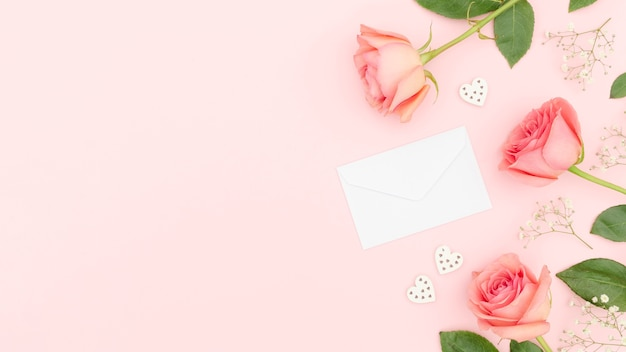 Vue De Dessus Des Roses Avec Espace Copie Photo gratuit