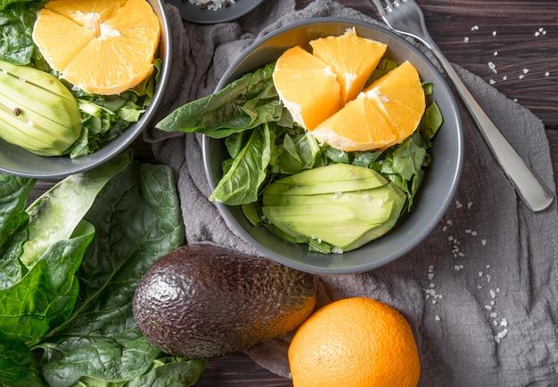 Vue De Dessus Salade Saine Prête à être Servie Photo gratuit