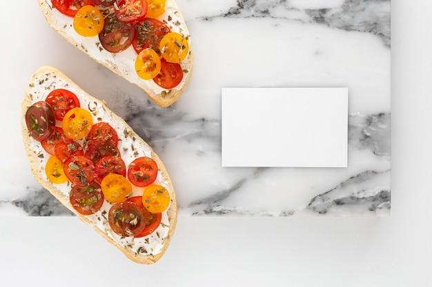 Vue De Dessus Sandwich Avec Fromage à La Crème Et Tomates Avec Rectangle Vierge Photo Premium
