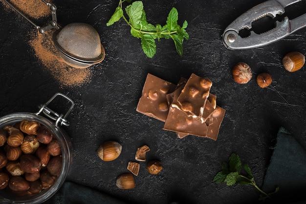 Vue De Dessus Savoureux Chocolat Noisette Photo gratuit
