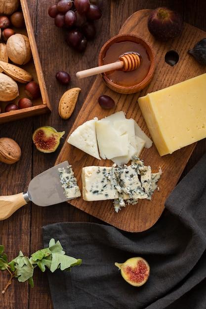 Vue de dessus savoureux fromage et des collations Photo gratuit