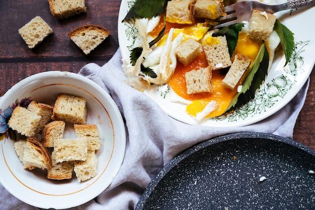 Vue de dessus savoureux petit déjeuner oeufs Photo gratuit