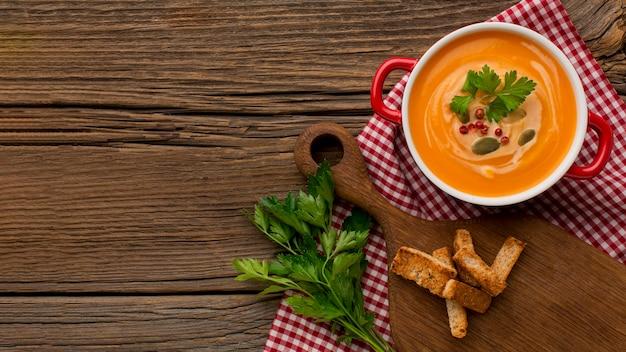 Vue De Dessus De La Soupe De Courge D'hiver Avec Espace Copie Photo Premium
