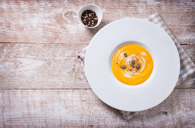 Vue de dessus soupe crémeuse Photo gratuit