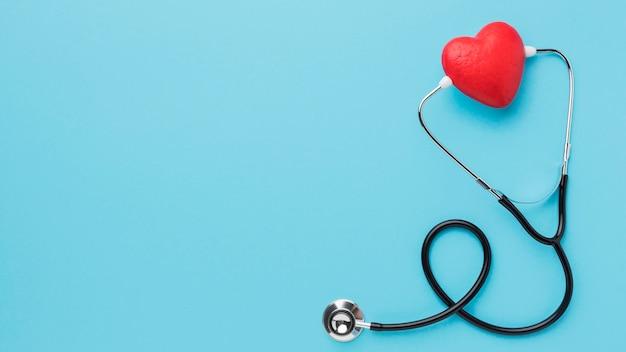 Vue De Dessus Stéthoscope De La Journée Mondiale Du Cœur Avec Espace Copie Photo gratuit