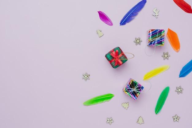 Vue de dessus de table de décorations de joyeux noël & bonne année ornements concept. Photo Premium
