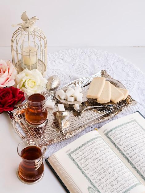 Vue De Dessus De La Table De Fête Du Coran Photo Premium