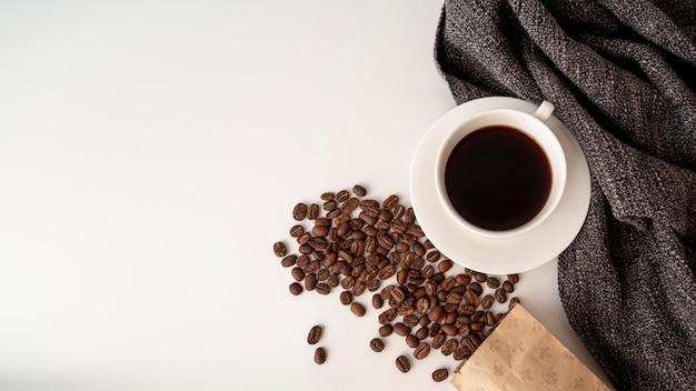Vue de dessus tasse de café avec espace de copie Photo gratuit
