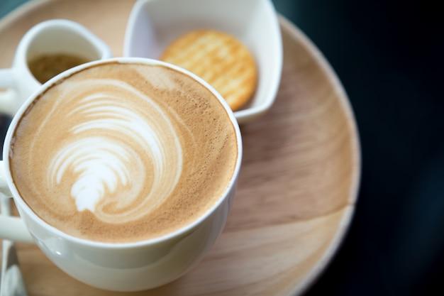 Vue de dessus tasse de café avec de la mousse Photo gratuit