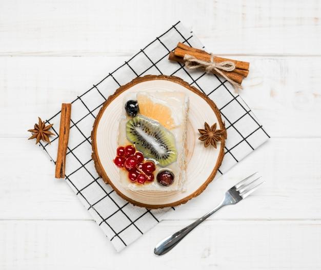 Vue De Dessus Tranche De Gâteau Fruité Photo gratuit