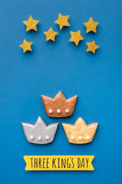 Vue De Dessus De Trois Couronnes Avec Des étoiles Pour Le Jour De L'épiphanie Photo gratuit