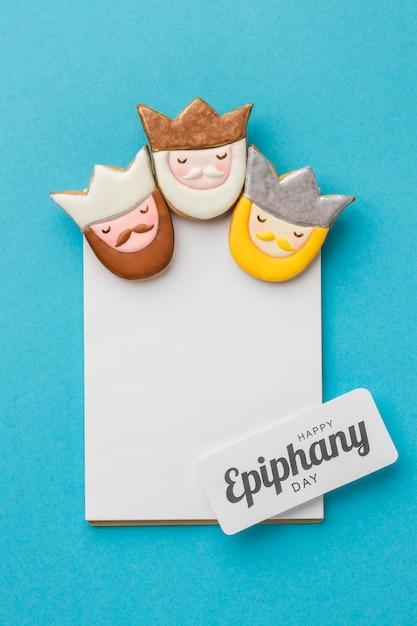 Vue De Dessus De Trois Rois Avec Du Papier Pour Le Jour De L'épiphanie Photo gratuit