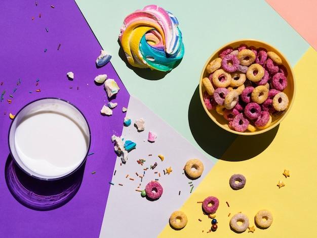 Vue de dessus verre de lait et des céréales autour Photo gratuit
