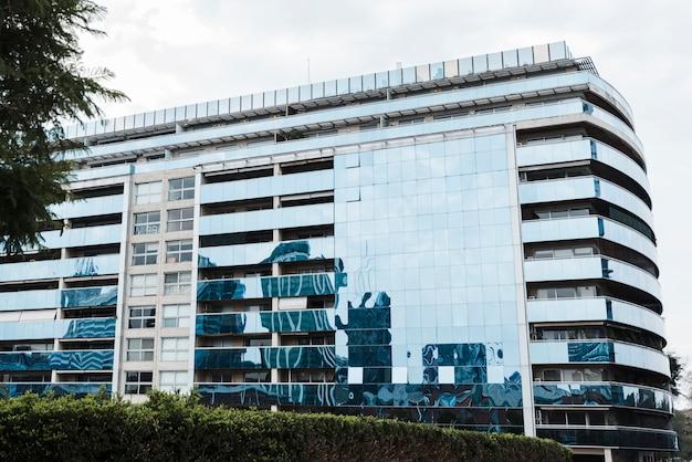 Vue du bâtiment en verre Photo gratuit