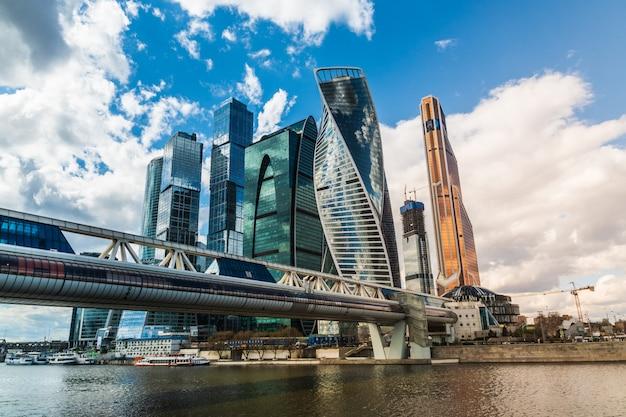 Une vue du centre d'affaires international de moscou Photo Premium