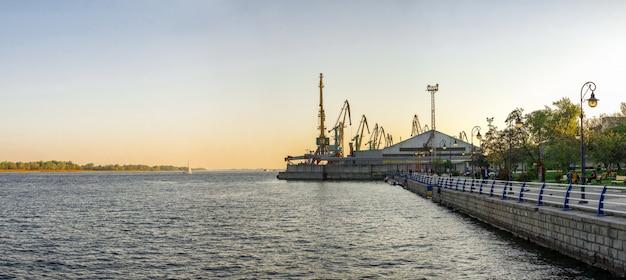 Vue du fleuve dniepr à kherson, ukraine Photo Premium