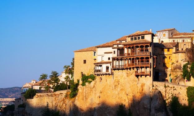 Vue du matin des maisons suspendues à cuenca Photo gratuit