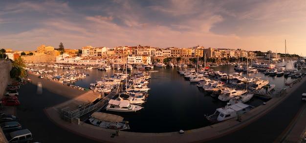 Vue Du Port De Mer De Ciutadella De Menorca à Minorque, Espagne. Photo Premium