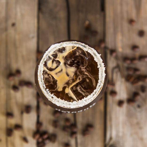 Vue élevée, de, café frais, boisson, sur, bureau bois Photo gratuit