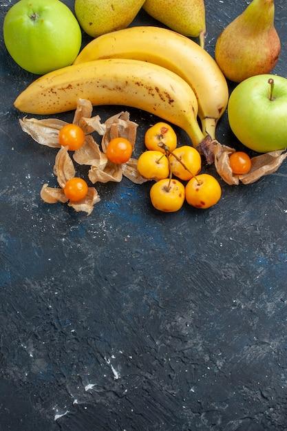 Vue éloignée Du Haut De La Banane Jaune Paire De Baies Avec Des Pommes Vertes Poires Sur Bleu Foncé, Baies De Fruits Frais Santé Vitamine Douce Pulpe Photo gratuit
