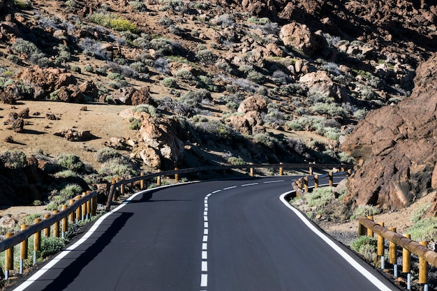 Vue de face d'une belle autoroute Photo gratuit