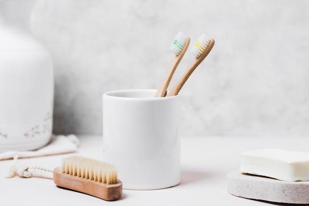 Vue De Face Brosse à Cheveux Naturels Et Hygiène Bucco-dentaire Photo gratuit